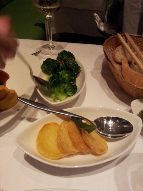 Sauteed Potatoes, broccoli and bread