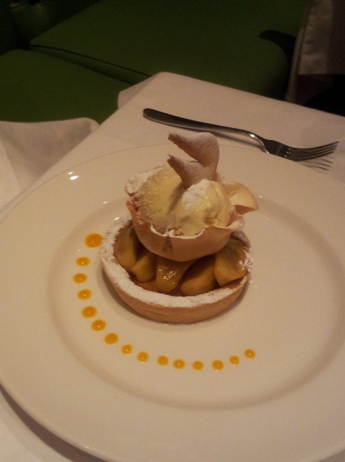 Apple tart & vanilla ice cream