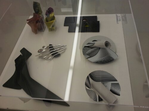 plates and knives by Zaha Hadid