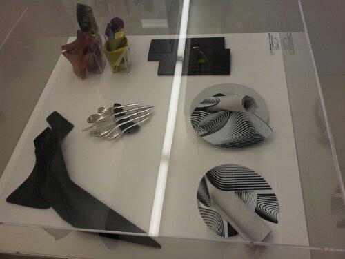 plates and knives by Zaha Hadid