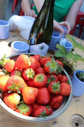 strawberries-prosecco
